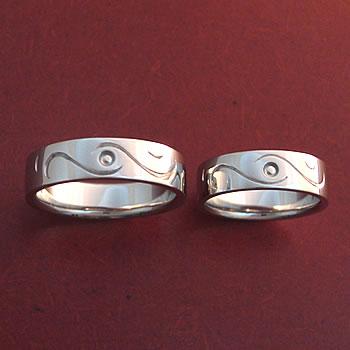 サークル&ウェイブの結婚指輪正面から大